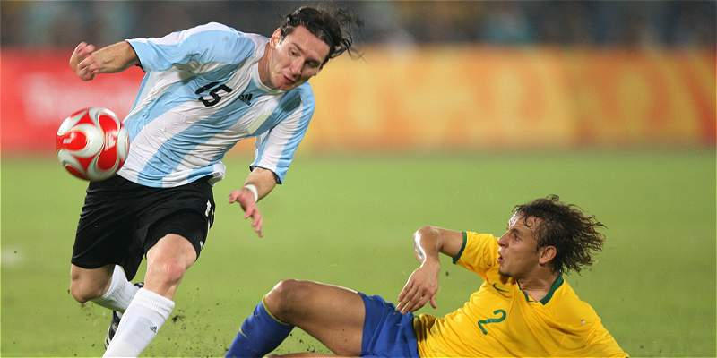 Lionel Messi cumple 10 años defendiendo la camiseta de Argentina