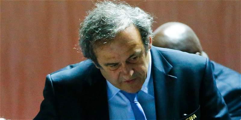 Suspensión de Platini vuelve compleja su opción a presidencia de Fifa