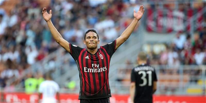 Carlos Bacca, titular con el Milan para visitar al Nápoles