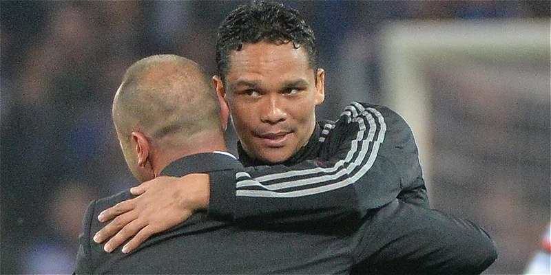 Milan, con Carlos Bacca 80 minutos, cayó 4-2 con el Nápoles