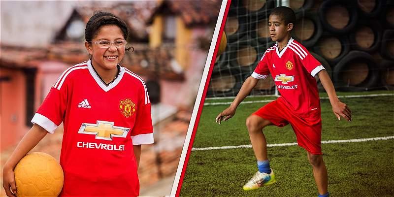 Niños colombianos saltaron a la cancha del Manchester United