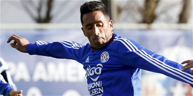 Gremio anunció el fichaje del paraguayo Lucas Barrios