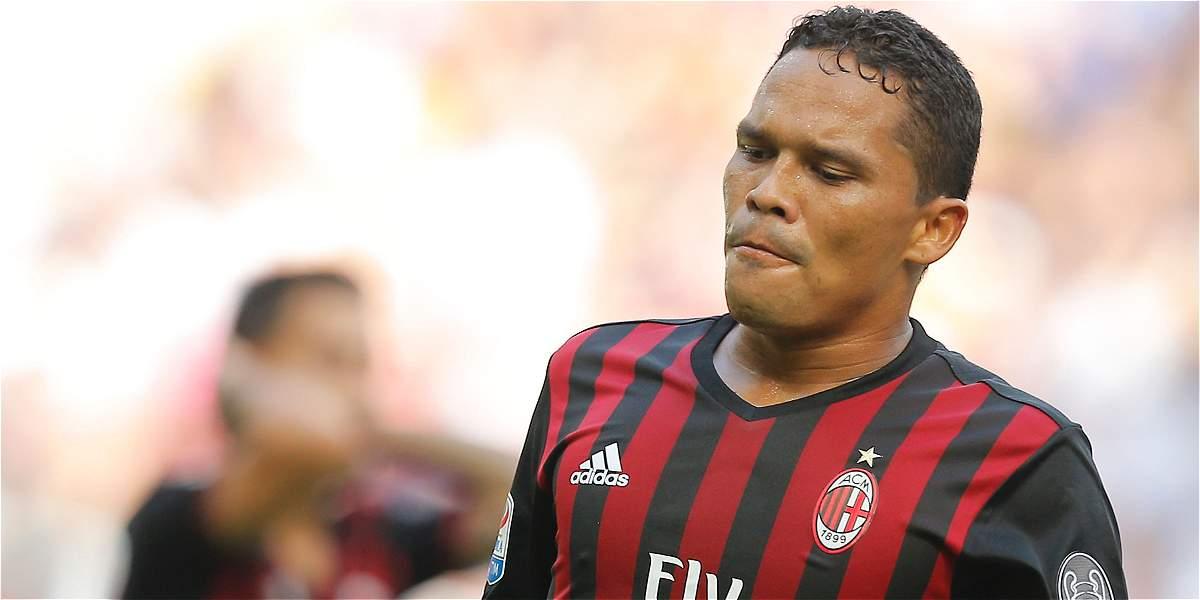 Bacca falló un penalti en la derrota de Milan 2-1 en visita a Cagliari
