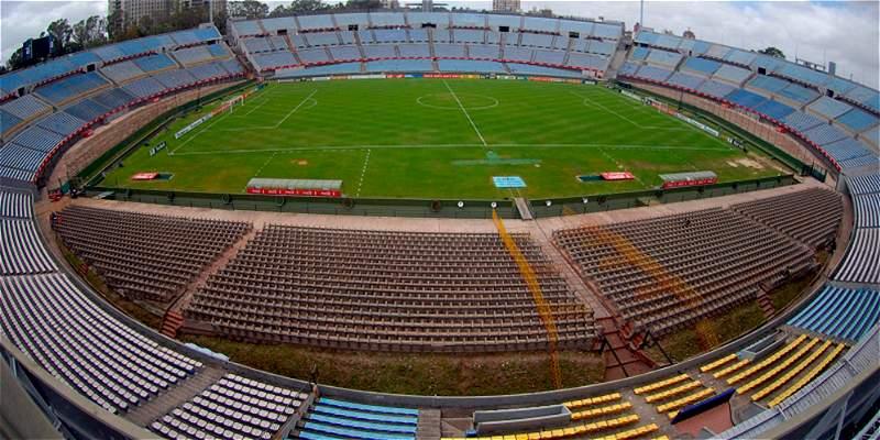 Fútbol uruguayo, suspendido
