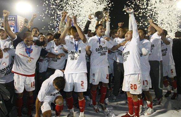 Los jugadores de Santa Fe festejan el título de la Copa Colombia.