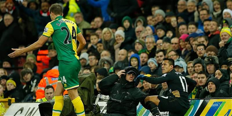 Arsenal empató 1-1 con Norwich y Alexis Sánchez salió lesionado