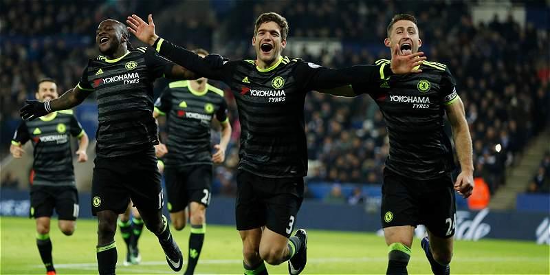 Chelsea se aseguró en la punta de la Premier: venció 0-3 al Leicester