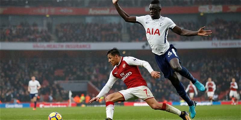 Tottenham, con Dávinson Sánchez, cayó 2-0 en derbi frente al Arsenal