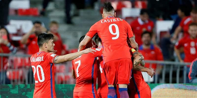 Chile luchó hasta el final para derrotar 2-1 a Perú, en Eliminatorias