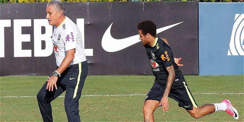 Neymar, capitán y figura, se incorporó a la concentración de Brasil