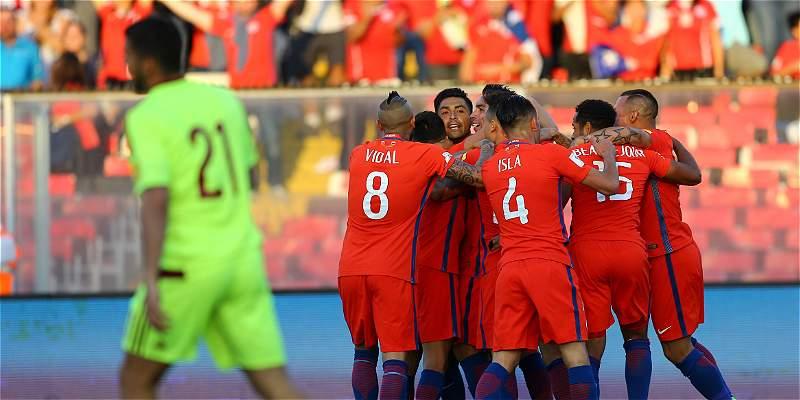 Chile venció 3-1 a Venezuela y volvió al grupo de clasificados a Rusia
