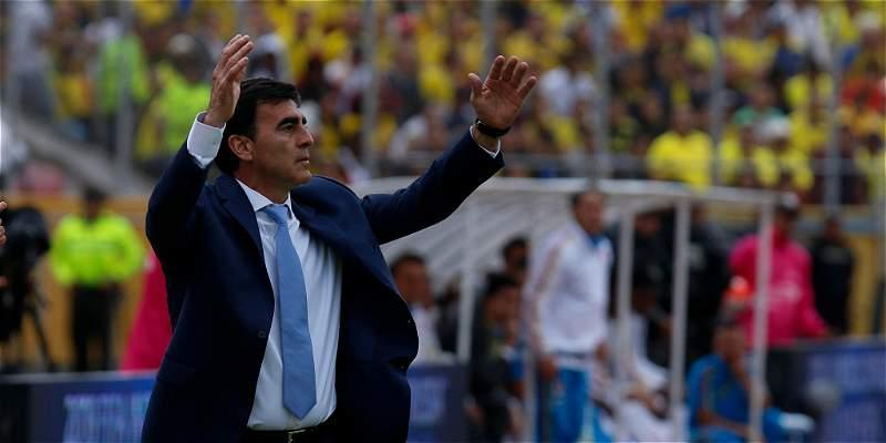 El lunes se decidirá si Gustavo Quinteros sigue como DT de Ecuador