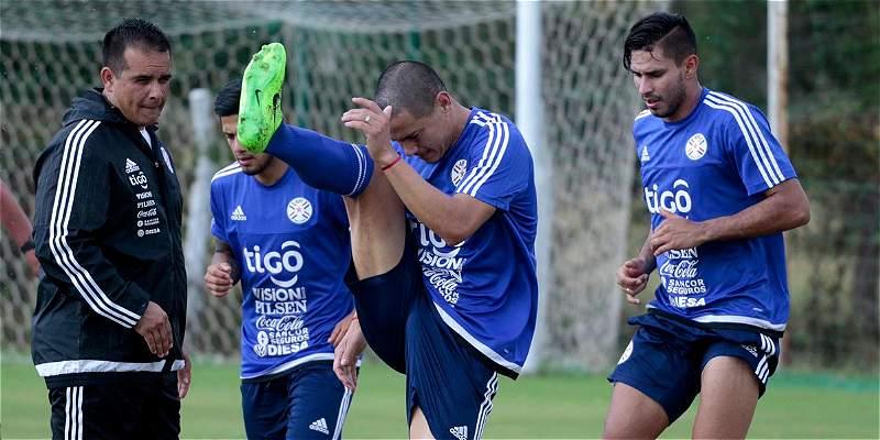 Jugador del Real Madrid Castilla practica con la selección de Paraguay