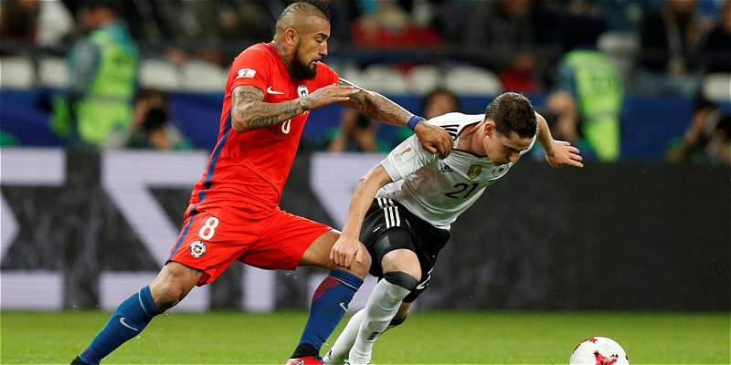 Chile y Alemania firmaron el empate 1-1 en intenso duelo del grupo B