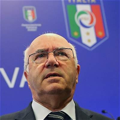 Carlo Tavecchio renunció Federación Italia