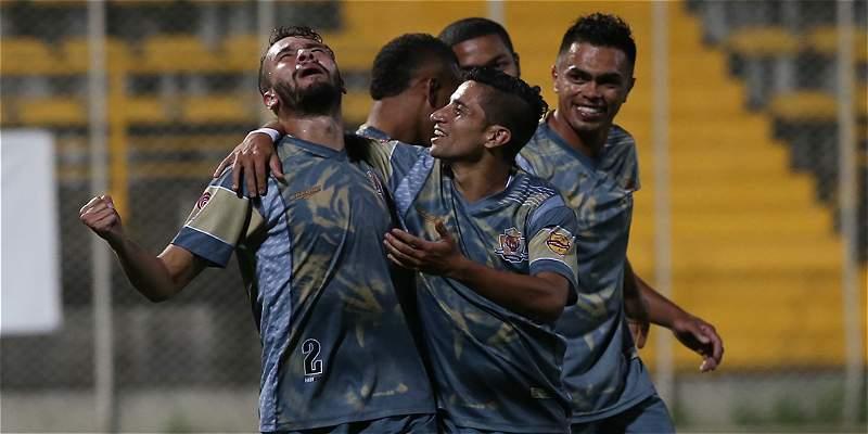 En agónico final en el grupo A, Tigres venció 0-1 a Bogotá y ascendió