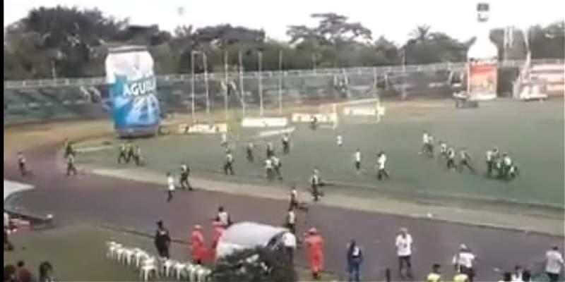 Hinchas de Quindío invadieron el campo en el partido contra Llaneros