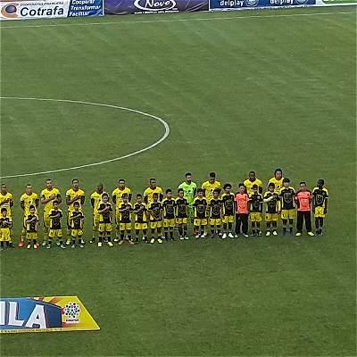 Desde el punto penalti, Leones logró clasificar a la seminal en la B