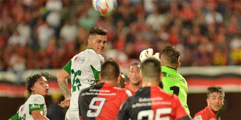 Cúcuta dejó escapar la victoria en el último suspiro: 2-2 con Leones