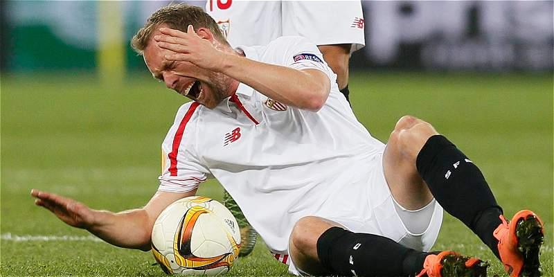 Jugador de Sevilla se lesionó solo en la Europa League