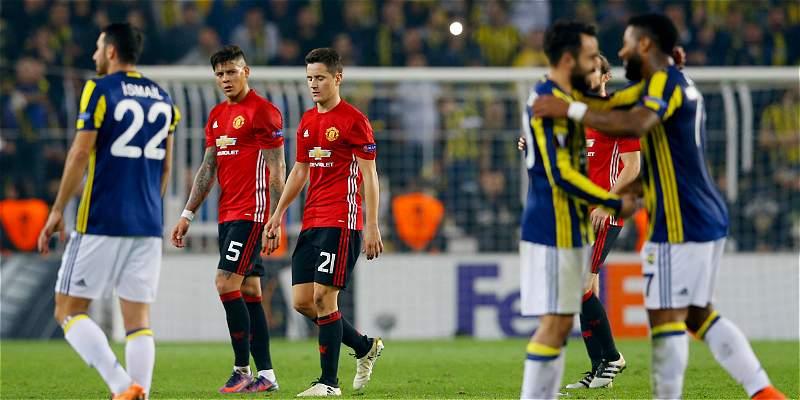 El United no pudo con el Fenerbahçe y perdió 2-1, en la Europa League