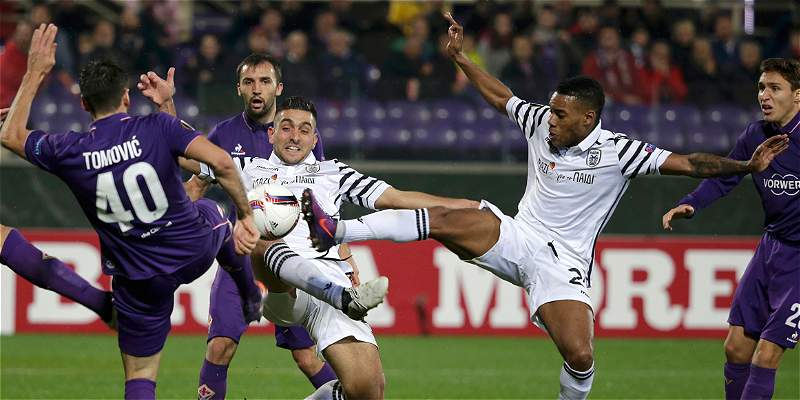Con 24 minutos de Carlos Sánchez, Fiorentina perdió 3-2 contra Paok