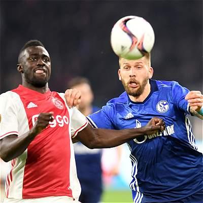 Con Dávinson Sánchez todo el partido, Ajax derrotó 2-0 al Schalke 04