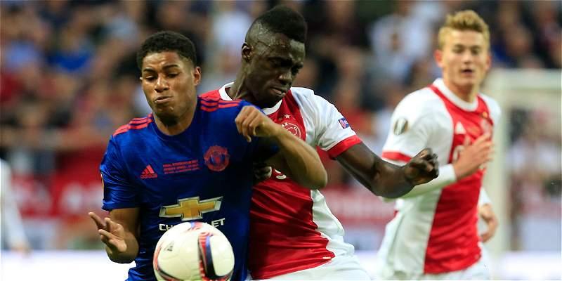 Ajax, con Dávinson, cae 2-0 contra el United en final de Europa League
