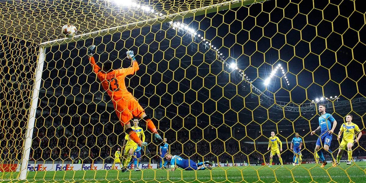 David Ospina, buenas atajadas en victoria 2-4 del Arsenal sobre Bate
