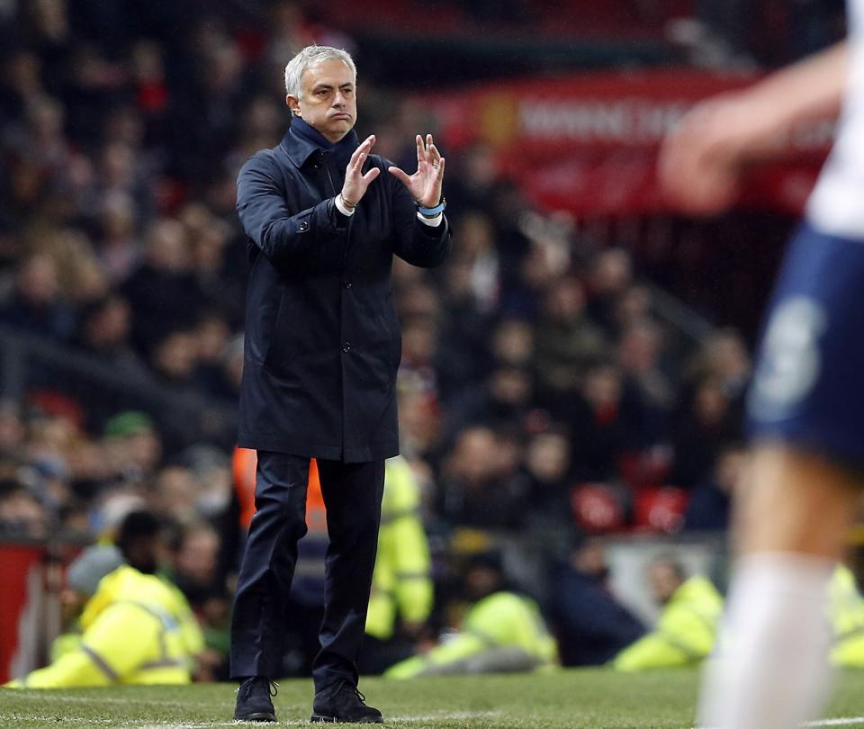 Mourinho contra todos: 'creen que pueden discutir de fútbol con uno' 1