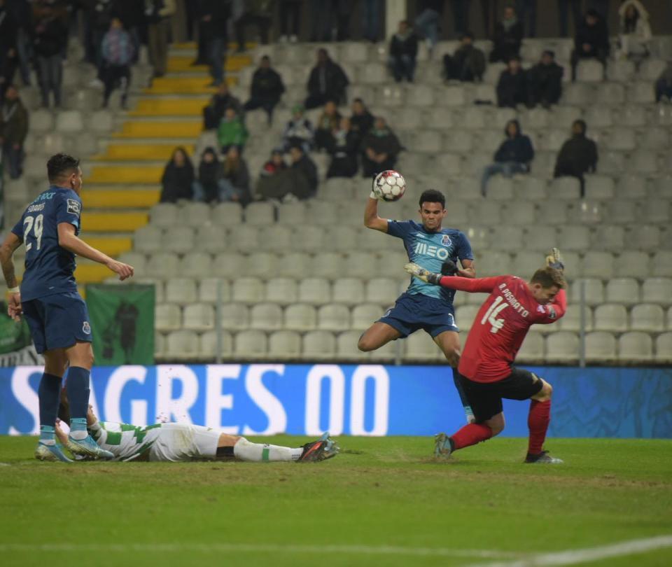 Curiosa definición: Díaz llegó del banco y marcó gol en 13 minutos 1