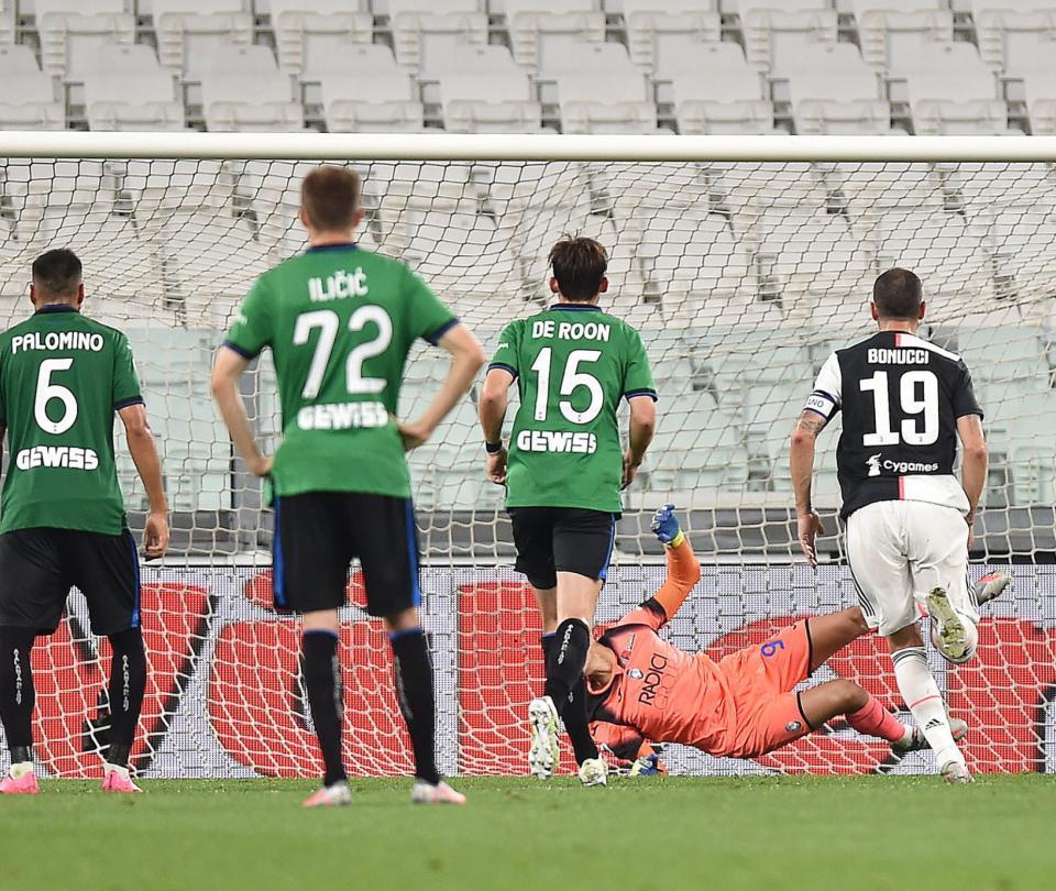 La mano de Muriel que fue penal para Juventus y gol de Cristiano 2