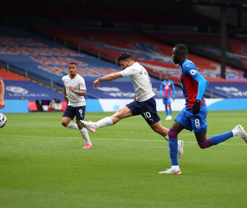 Golazo del 'Kun' pone a soñar al Manchester City con la Premier League 1
