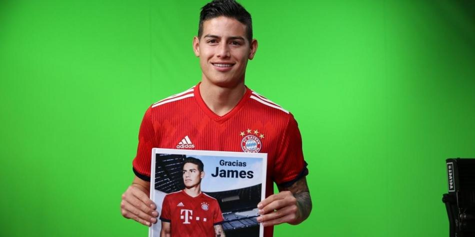 James recibe un libro