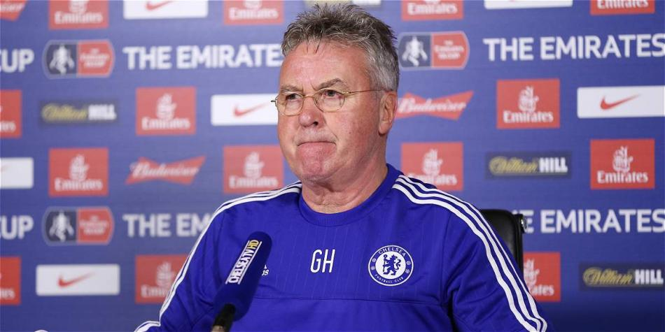 Guus Hiddink, entrenador del Chelsea.