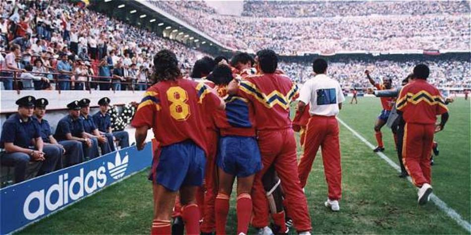 Los jugadores de Colombia celebran el gol de Rincón frente a Alemania.
