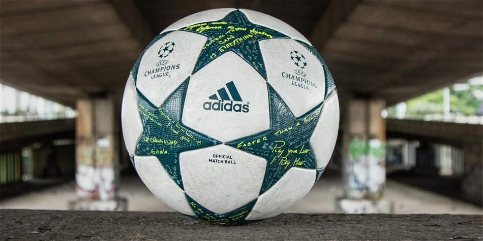 Balón oficial de la Champions con mensaje de James Rodríguez ... abd1b6bf84855