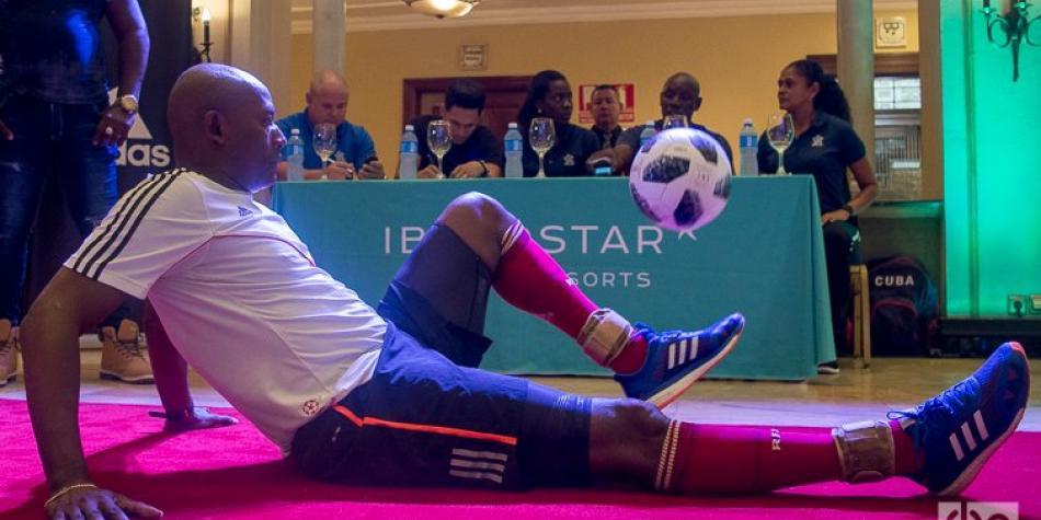 Cubano Erick Hernández impone récord mundial de dominio del balón ...