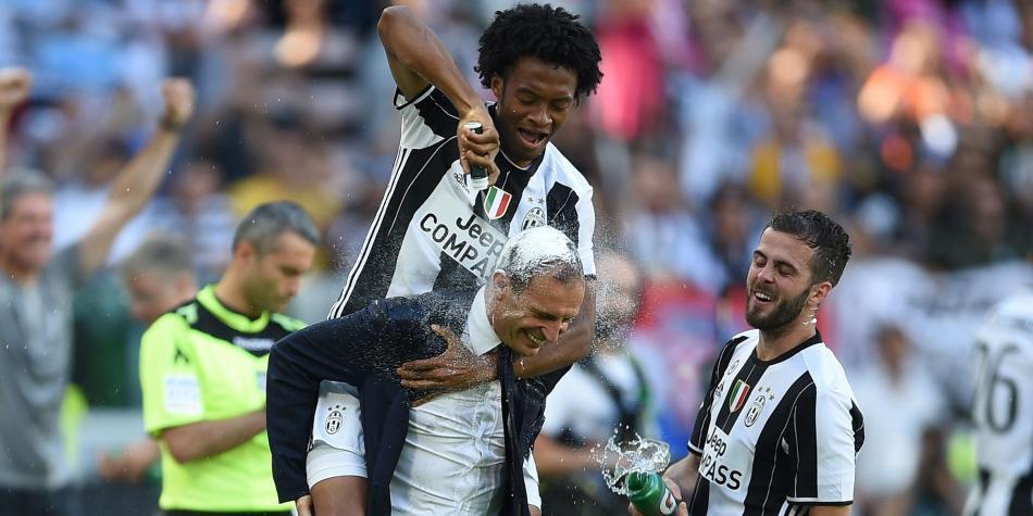 Allegri y dos jugadores enfilan el rumbo al United