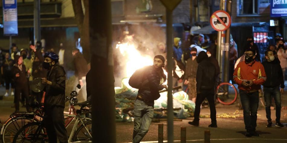 Bogotá hoy: VIDEOS de disturbios y manifestaciones en CAI por muerte de  Javier Ordoñez | incendios en CAI ACTUALIZADO | Fuera del Fútbol | Futbolred