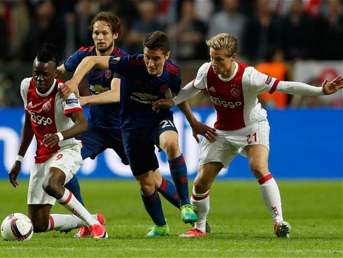 Acción del partido de la final entre Ajax y Manchester United por Europa League.