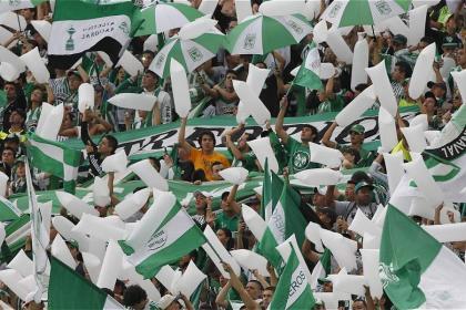 Espectador especial en el Atanasio: ¡Hasta se metió en la barra brava! - FutbolRed