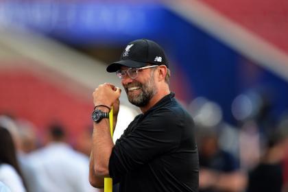 El que sonríe es Klopp: ¡ventaja histórica de Liverpool en la Premier!