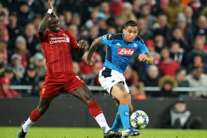 Napoli cortó la racha ganadora del Liverpool: empate 1-1 en Anfield