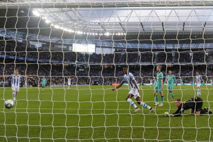 El Barcelona tropezó en Anoeta y dejó el camino libre al Real Madrid
