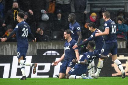 El Tottenham consiguió un agónico triunfo y sube en la Premier ...