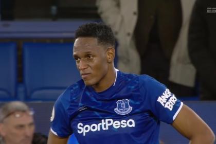 Everton, con Mina, tuvo un final de pesadilla contra el Newcastle