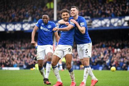 Yerry Mina celebra en Everton pero le reprochan alegato con ...