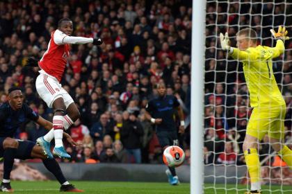 Mina y Everton pasaron de la ilusión a la tristeza contra el Arsenal