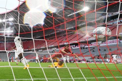 ¡Siete goles! Feria de errores en triunfo del Bayern, que supo sufrir